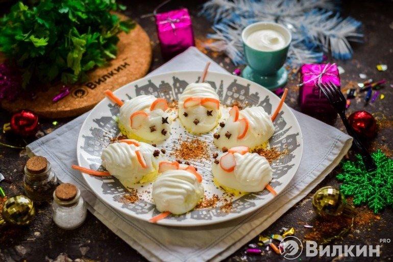 Фаршированные яйца «Крысы» на Новый год