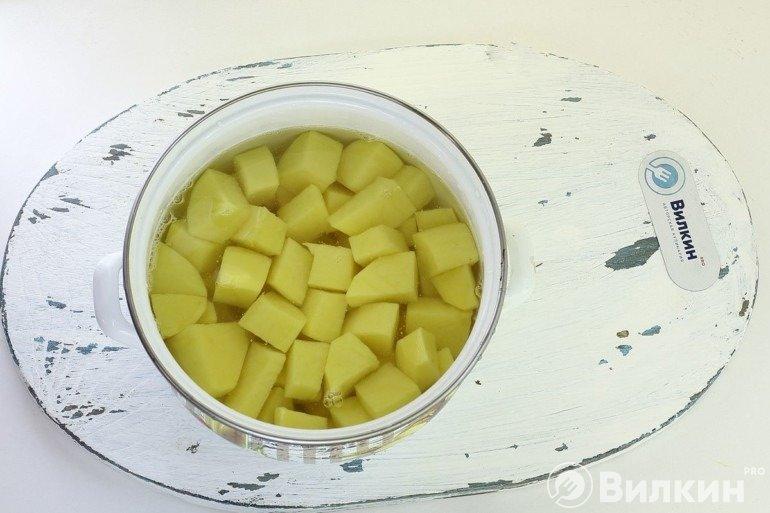 Картошка в кастрюле