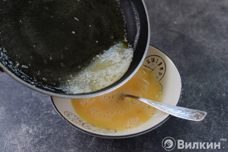 Заливка масла в яйца