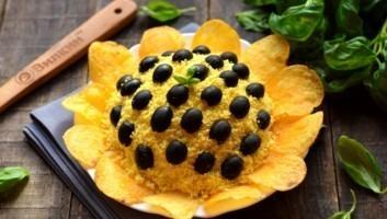 Салат «Подсолнух» с курицей и грибами
