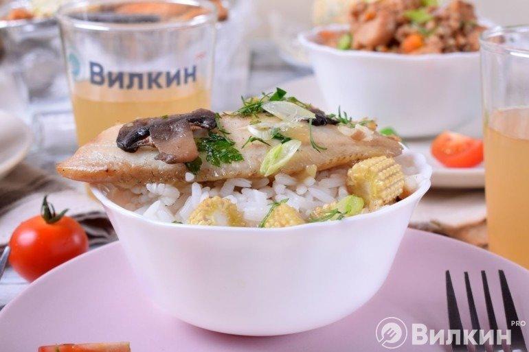 Остывание риса с рыбой