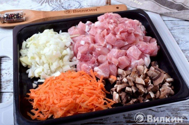 Подготовленное мясо и овощи