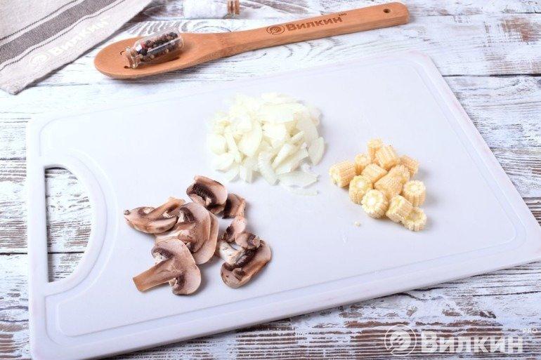 Лук, грибы и кукуруза