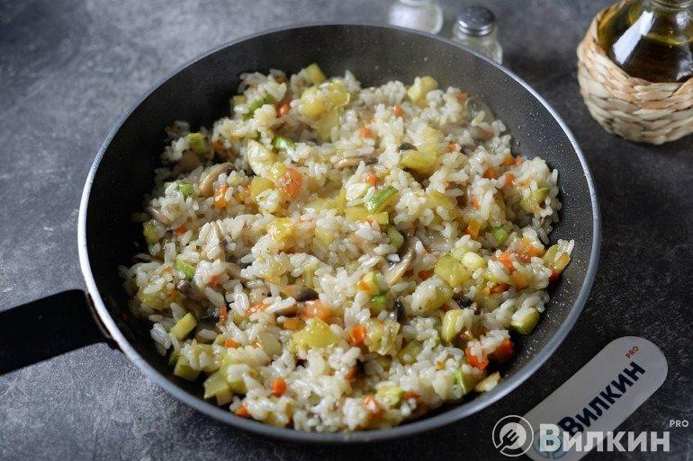 Закладка вареного риса