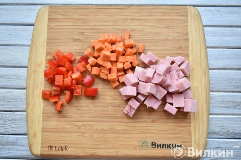 Перец, ветчина и морковь