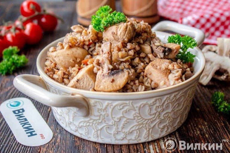 Гречка с куриным филе и шампиньонами