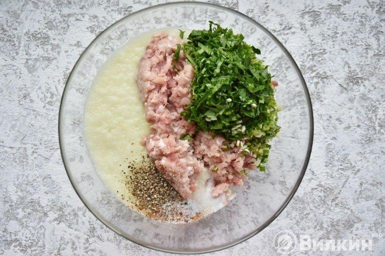 Фарш с луком, зеленью и специями