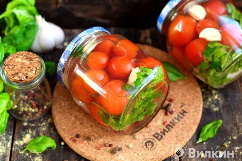 Заготовка с маринованными помидорами черри