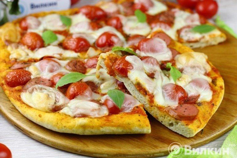 Домашняя пицца с сосисками