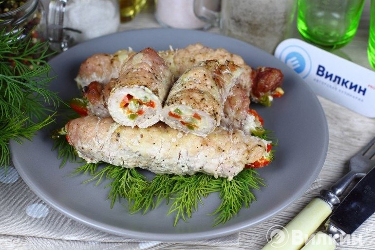 Рулетики из свинины с начинкой в духовке