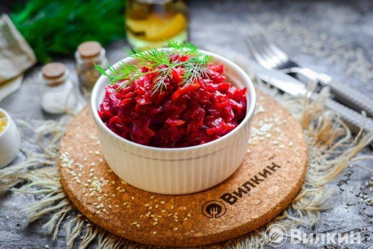 Салат из свеклы «Пальчики оближешь» в домашних условиях