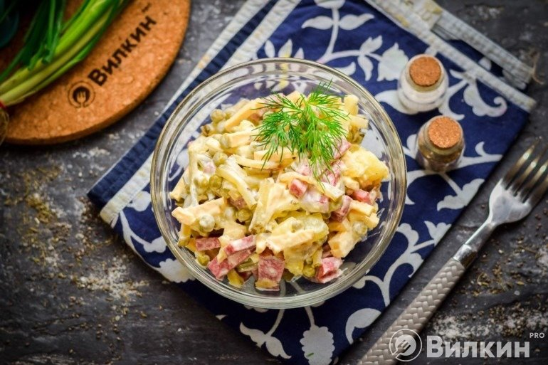 Салат «Охотничий» с копченой колбасой