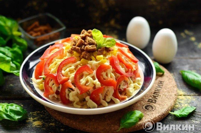 Салат с крабовыми палочками и перцем болгарским