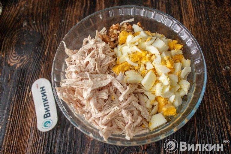 Перемешивание в салатнике