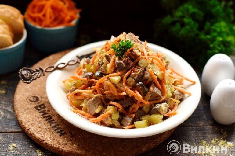 Салат с печенью и корейской морковью для праздничного стола