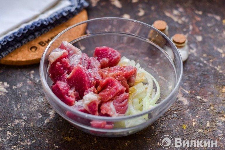 Соединение мяса с луком