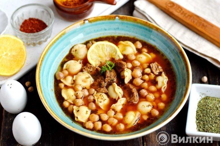 Турецкий суп с пельменями и нутом
