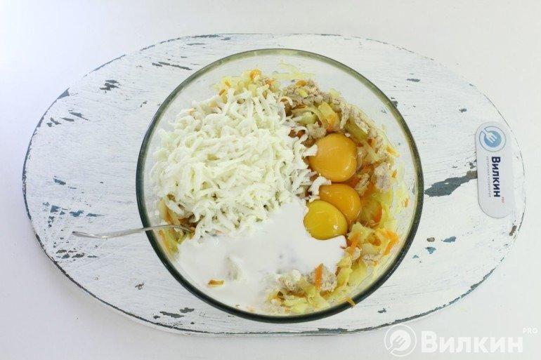 Яйца, сметана, сыр