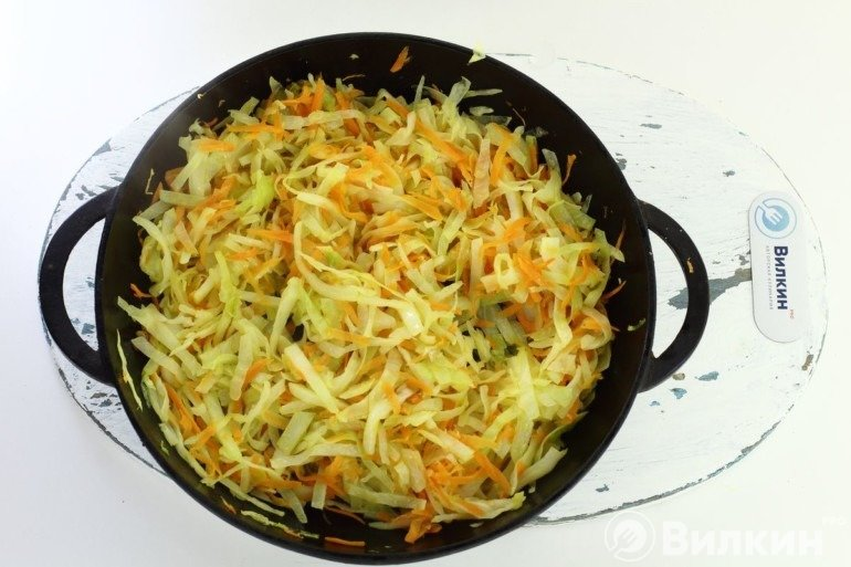 Тушеная капуста с морковью