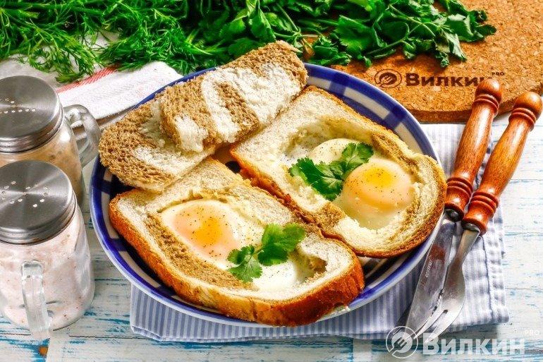 Глазунья в хлебе за 3 минуты
