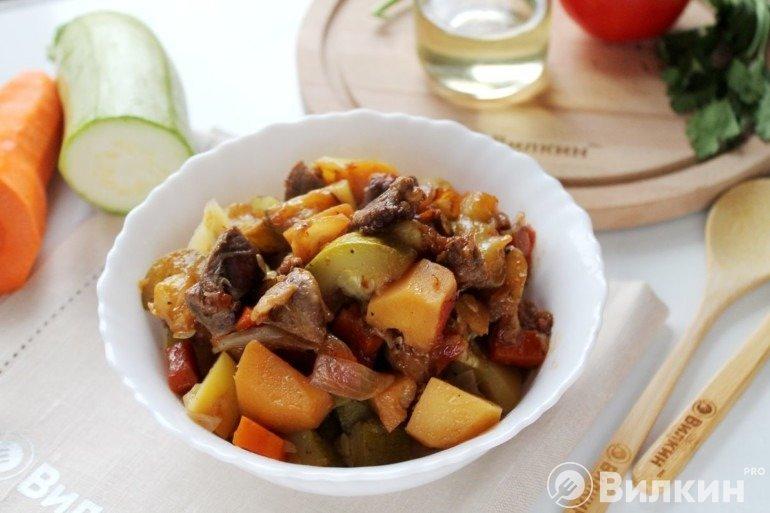 Вкусная тушеная баранина с овощами на обед