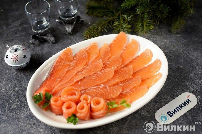 Нарезка из малосольной красной рыбы