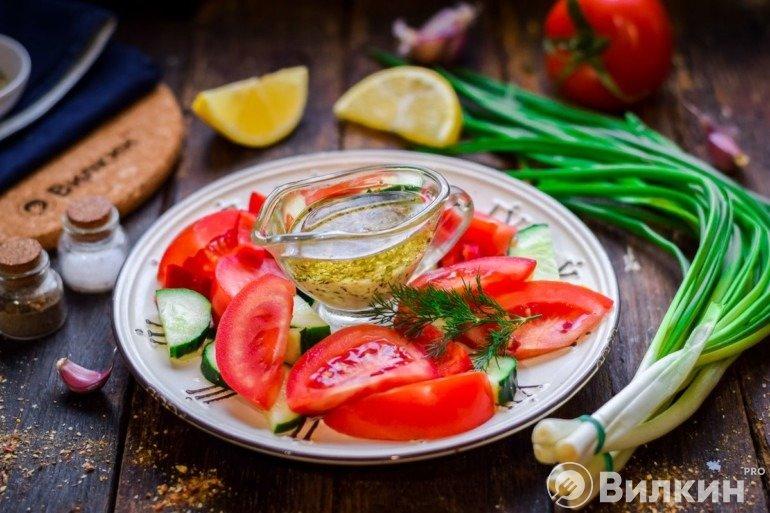 Медово-горчичная заправка для салата