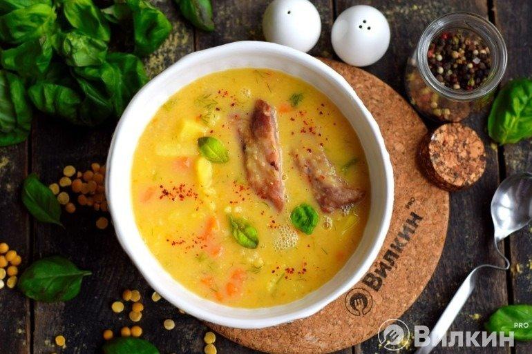 Гороховый суп с ребрышками на обед