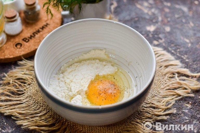Яйцо и мука