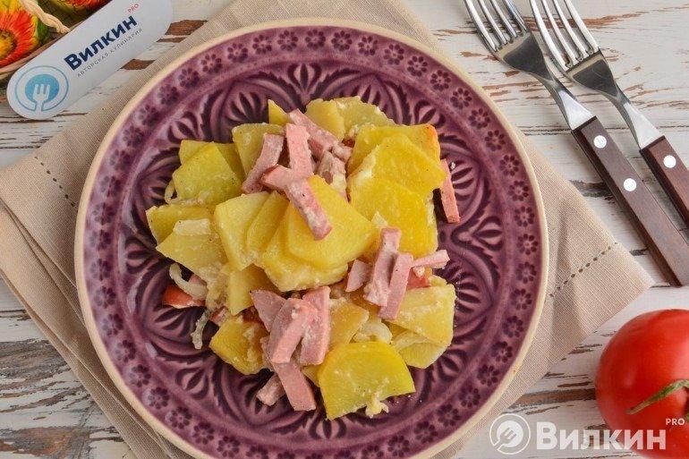 Картошка с колбасой и сметаной