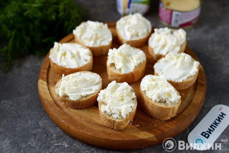 Намазывание сыром