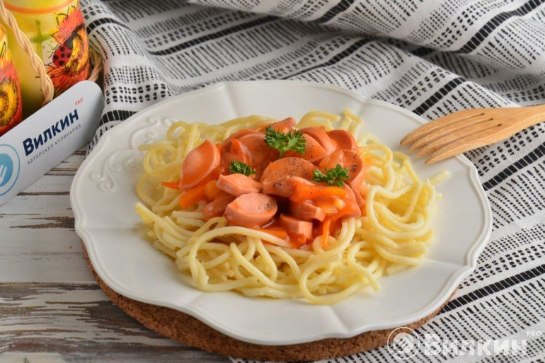Порция спагетти с подливкой