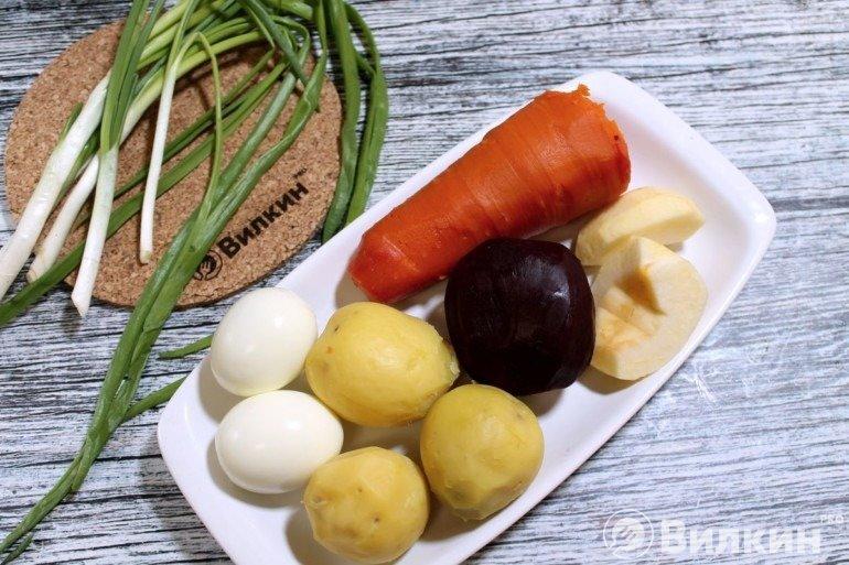 Вареные яйца и овощи