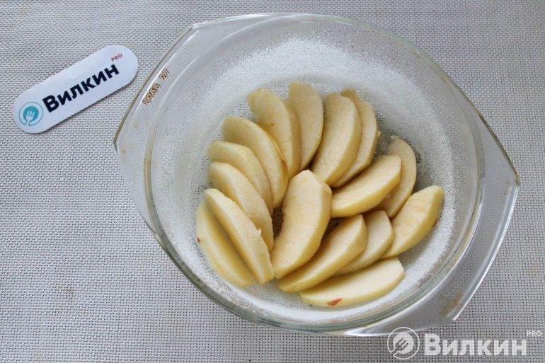 Укладка яблок в форму