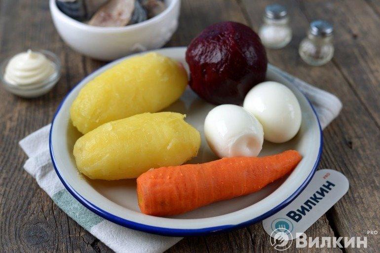 Вареные овощи и яйца