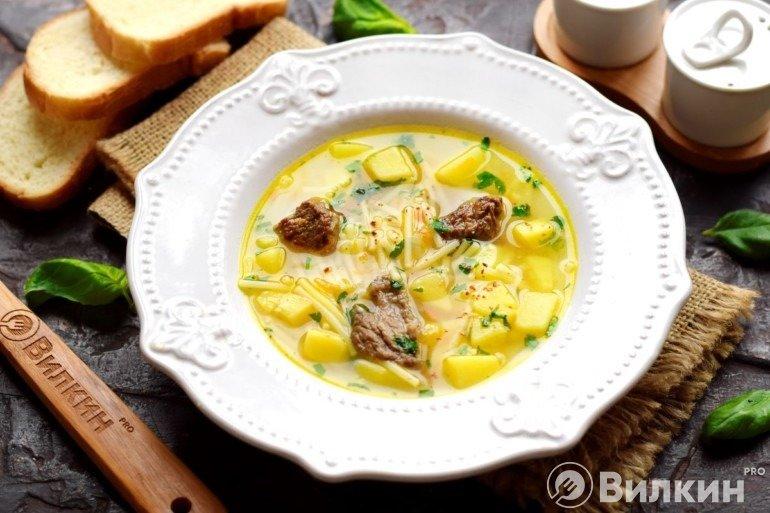 Суп на говяжем бульоне на обед