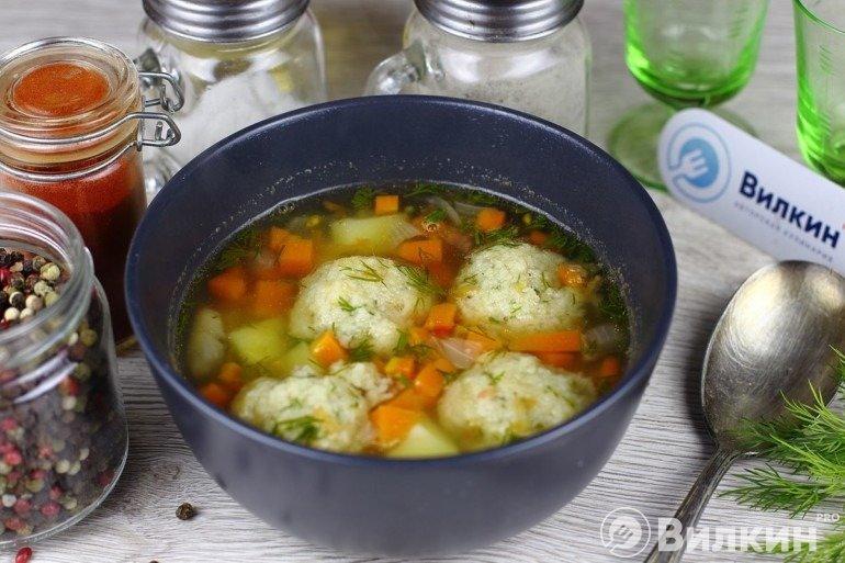 Суп с овощами и рыбными фрикадельками