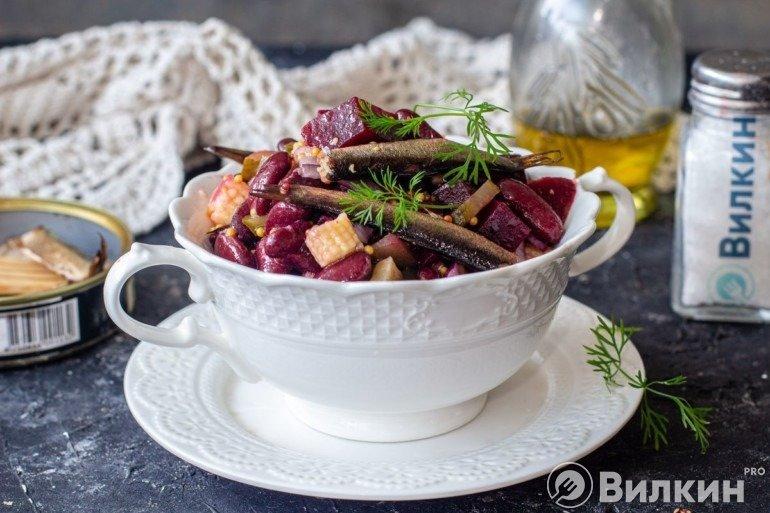 Салат из свеклы с фасолью и шпротами
