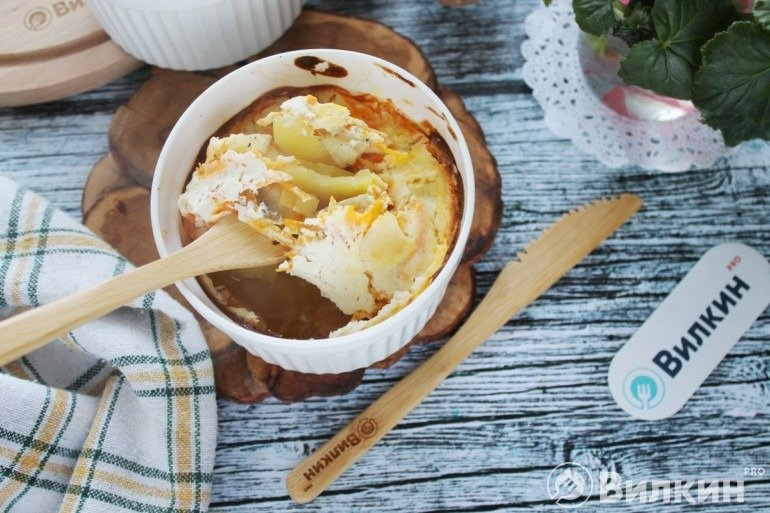Запеченная картошка с треской и овощами