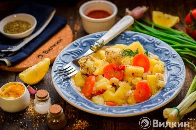 Тушеная картошка с овощами и грибами