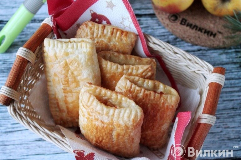 Конвертики из слоеного теста с яблочной начинкой