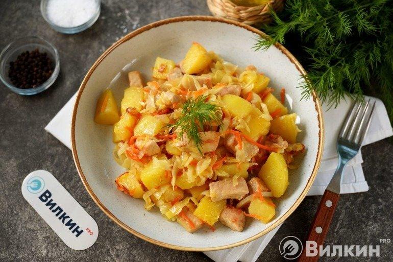 Мясо с капустой и картошкой