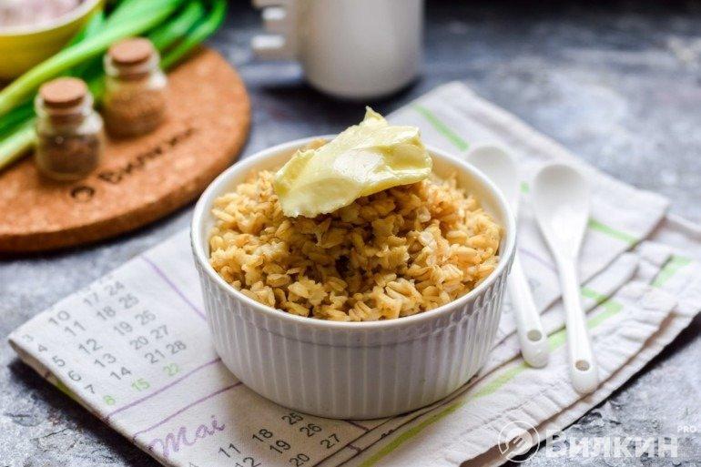 Овсяная каша из цельного зерна на завтрак