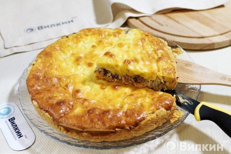 Пирог с сайрой и картошкой для перекуса