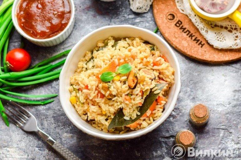 Рис с мидиями и овощами