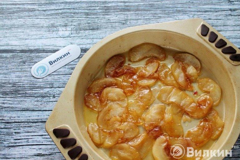 Карамелизированные яблоки в форме