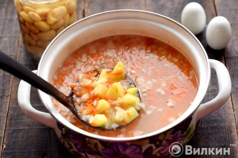 Добавление овощей в бульон