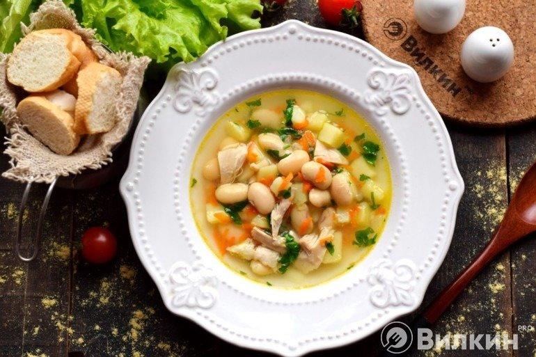 Суп с консервированной белой фасолью и курицей
