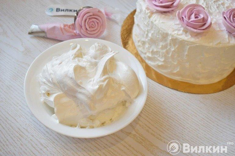 Белковый крем для украшения тортов и десертов
