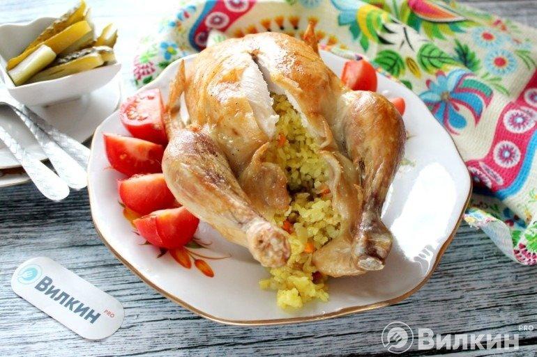 Запеченная целиком курица с рисом